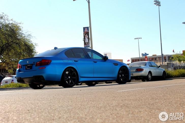 Matblauw staat de BMW M5 erg goed