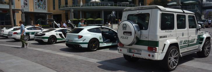 La policía de Dubai le encanta mostrar su flota de vehículos
