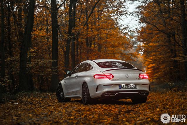 Eerste Mercedes-AMG C 63 S Coupé fraai vastgelegd