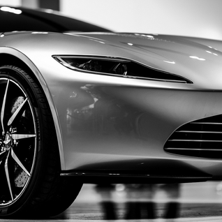 Aston Martin DB10 schittert in Hilversum