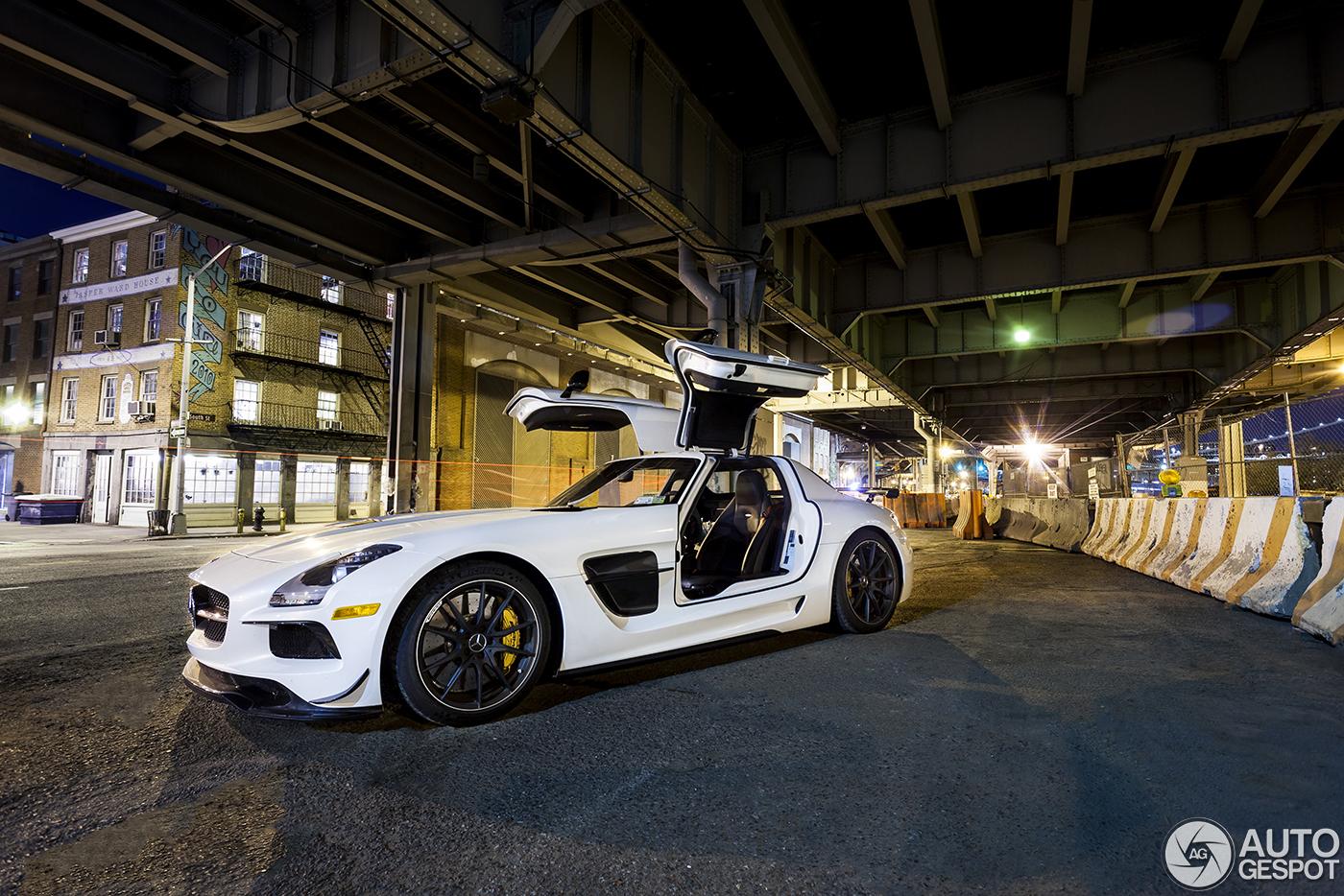Mercedes benz sls amg black series in nachtelijk new york city for Mercedes benz new york ny