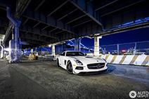 Mercedes-Benz SLS AMG Black Series in nachtelijk New York City