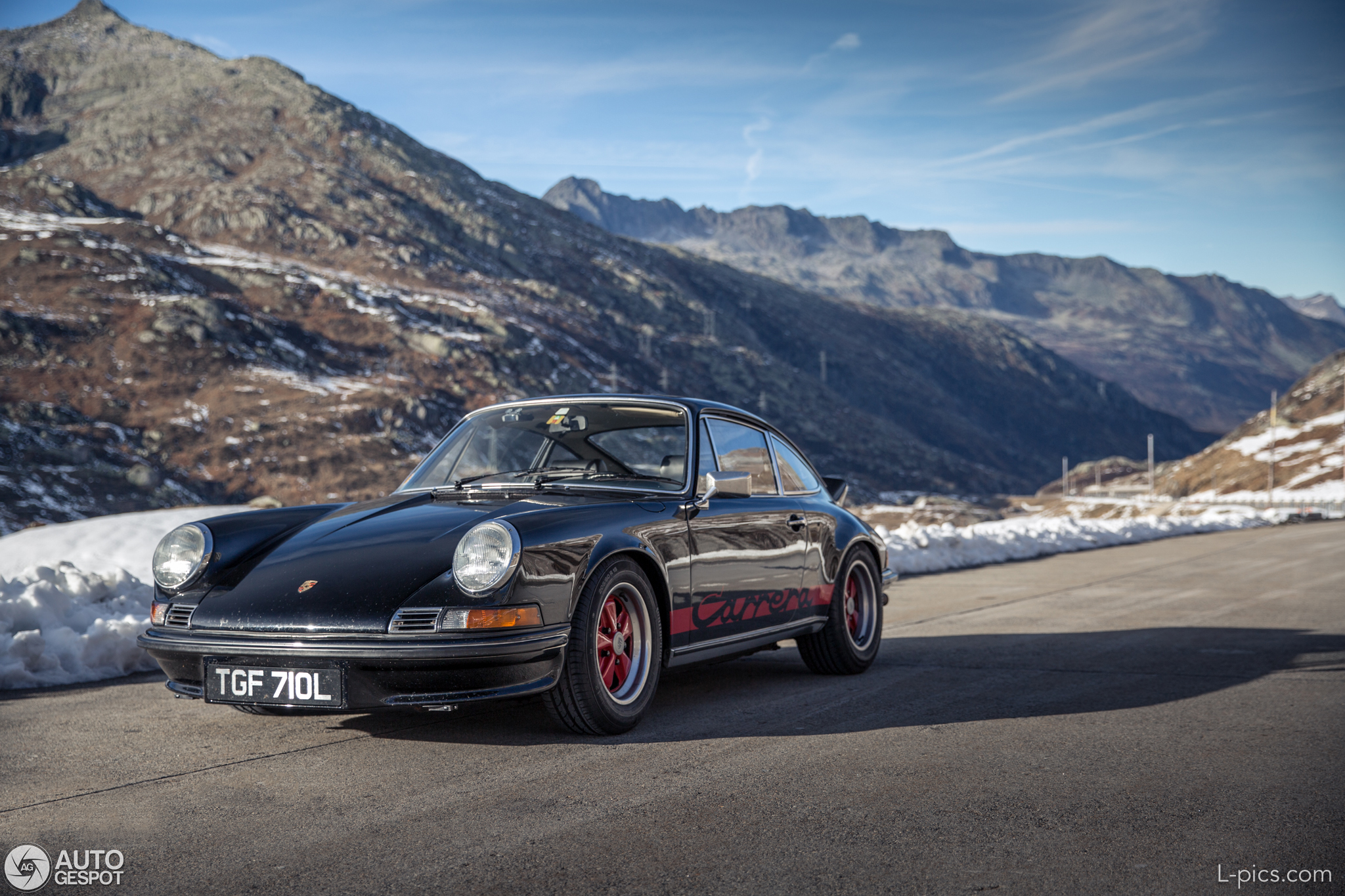 Photography: Porsche 911 2.7 RS in the Swiss Alps