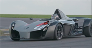 Filmpje: BAC Mono verslaat de McLaren P1 GTR