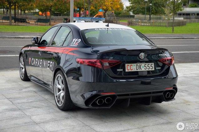 Gespot: Alfa Romeo Giulia Quadrifoglio van de Carabinieri