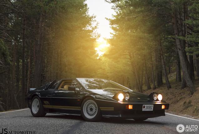 Lotus Turbo Esprit is prachtig vastgelegd