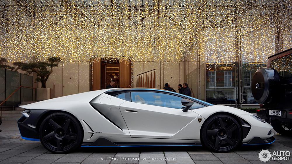 Lamborghini Centenario LP770-4 geniet van kerstsfeer in Londen