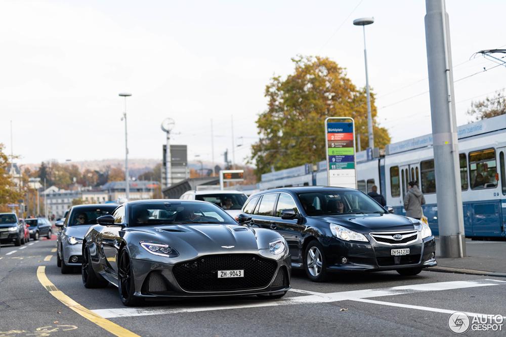Dit doet de Aston Martin DBS Superleggera op straat