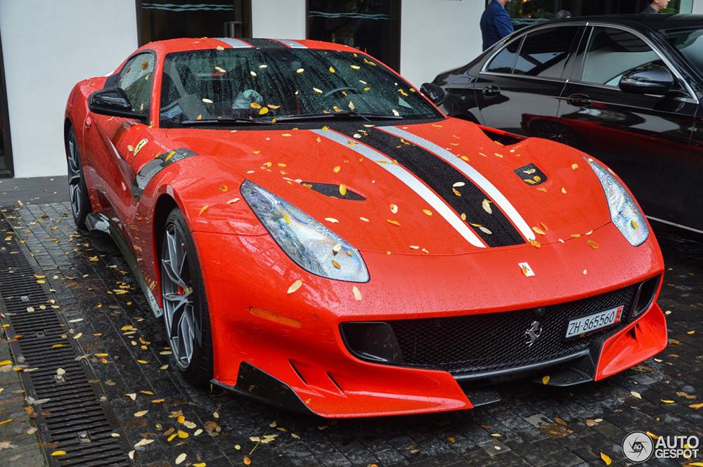 Door weer en wind: Ferrari F12tdf