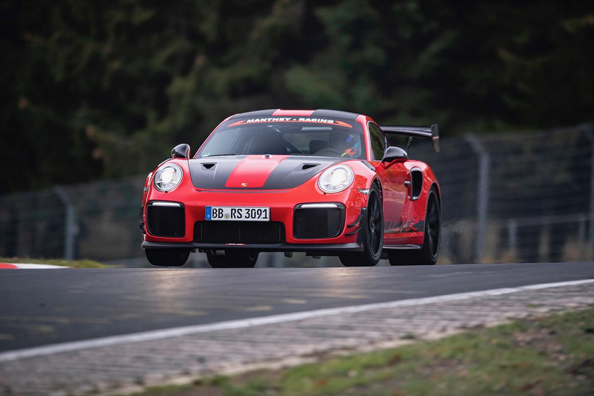 Doei Lamborghini, Porsche neemt het record mee de winter in