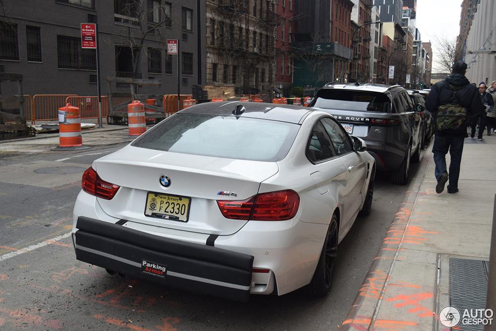 Eigenaar BMW M4 heeft weinig vertrouwen in medemens