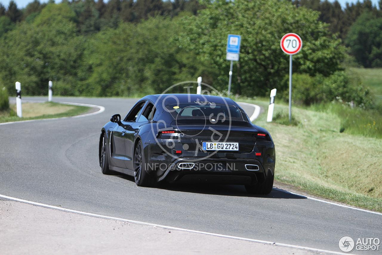 Porsche Taycan test alvast de Eifel