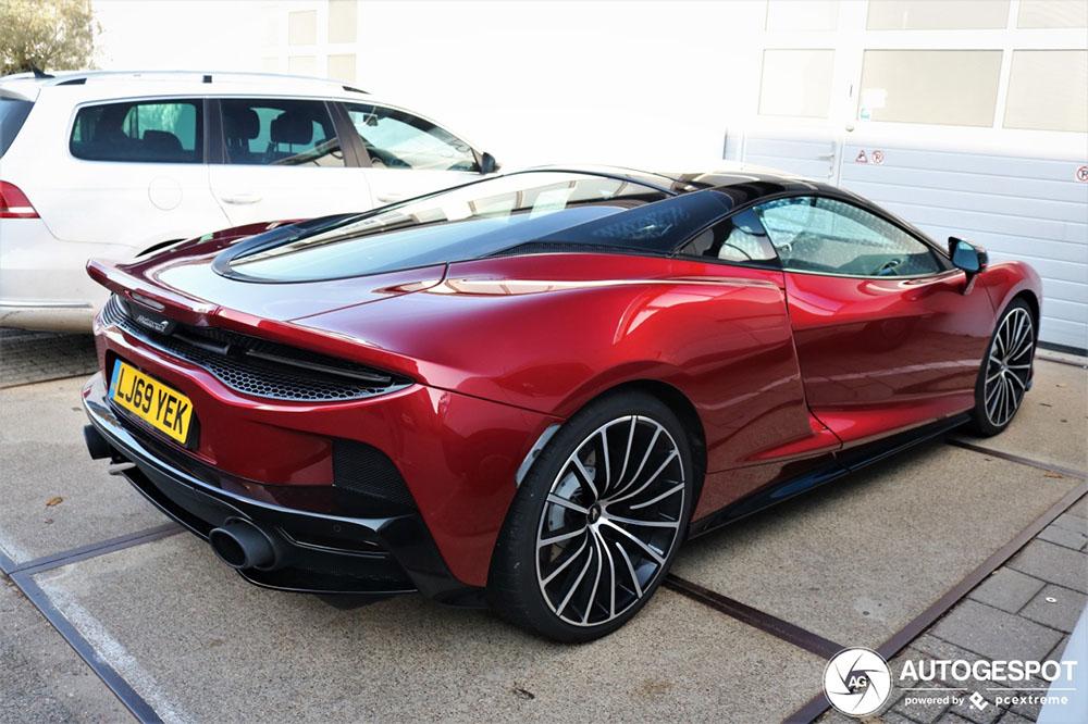 2020 McLaren GT: Supercar Engine, Super-smooth Handling