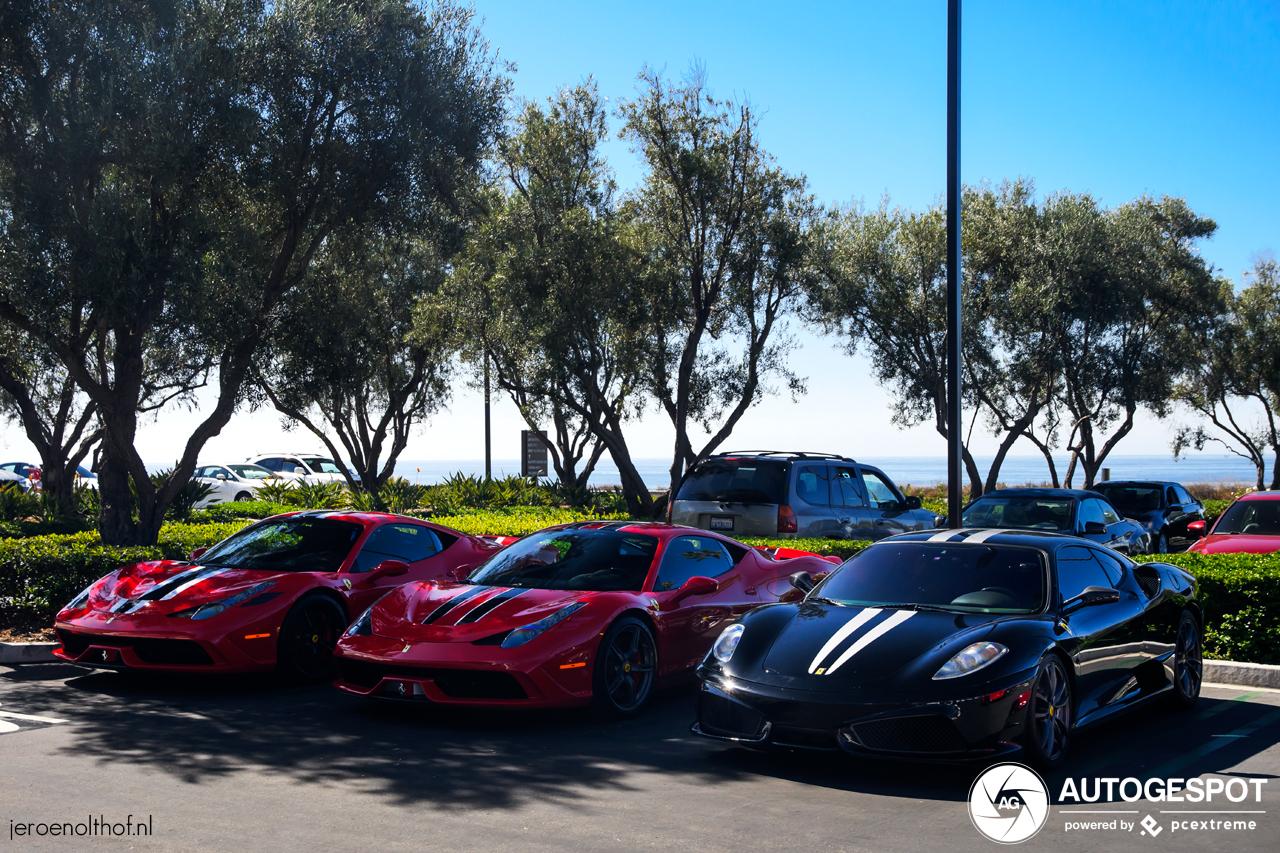 Heerlijke Ferrari combo fleurt Newport Beach op