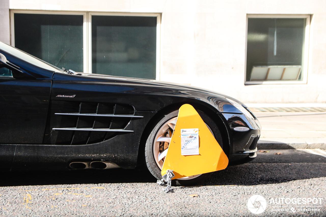 Foutparkeren in Londen levert Mercedes-Benz SLR McLaren klem op