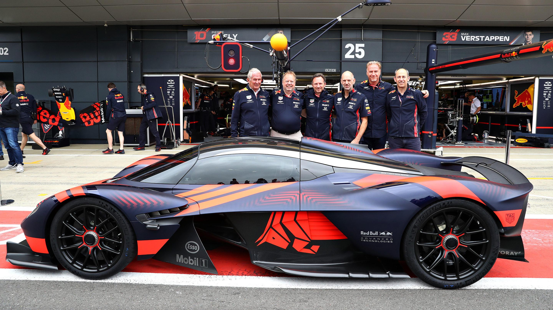 De V12 in de Aston Martin Valkyrie klinkt furieus!