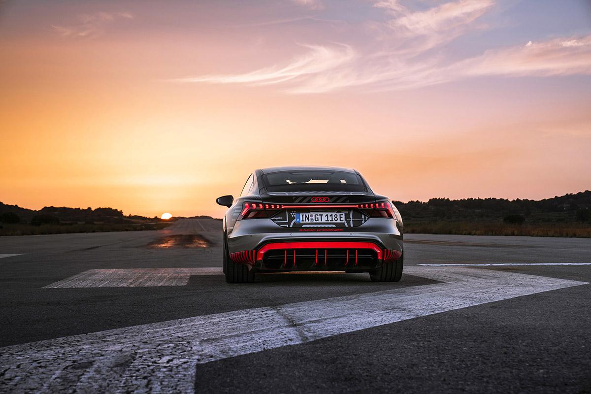 Bam! En dan is daar de Audi RS e-Tron GT