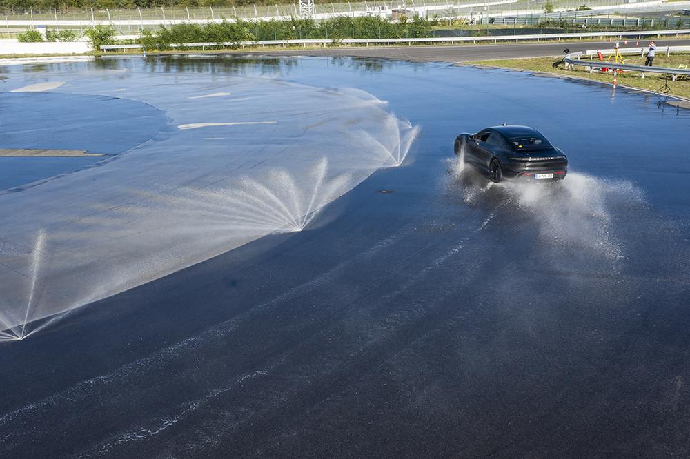 Porsche Taycan drift zichzelf in het Guinness World Records boek