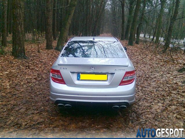 Mercedes-Benz C 63 AMG te zien bij Opsporing Verzocht
