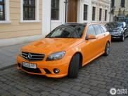 橙色奔驰 C 63 AMG Estate