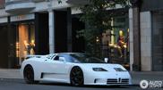 Fotografado em Londres - Um Bugatti EB110 SS muito famoso!