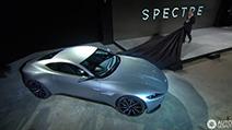 James Bond rijdt een Aston Martin DB10 in Spectre