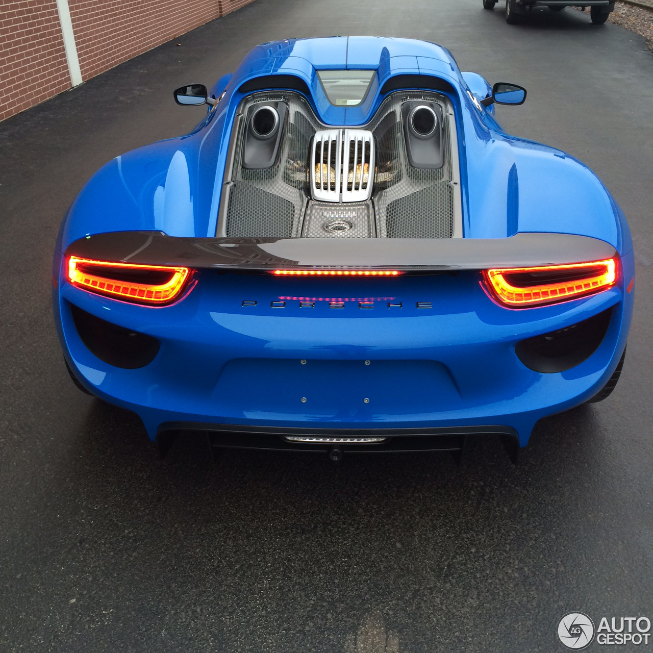 Porsche 918 spyder is echt spectaculair in het blauw for Porsche 918 interieur