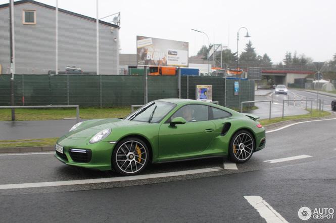 Gespot: Porsche 991 Turbo S mkII in de kleur JavaGreen