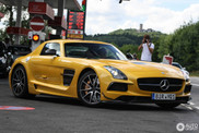 Mercedes-Benz SLS AMG Black Series shines at the Ring