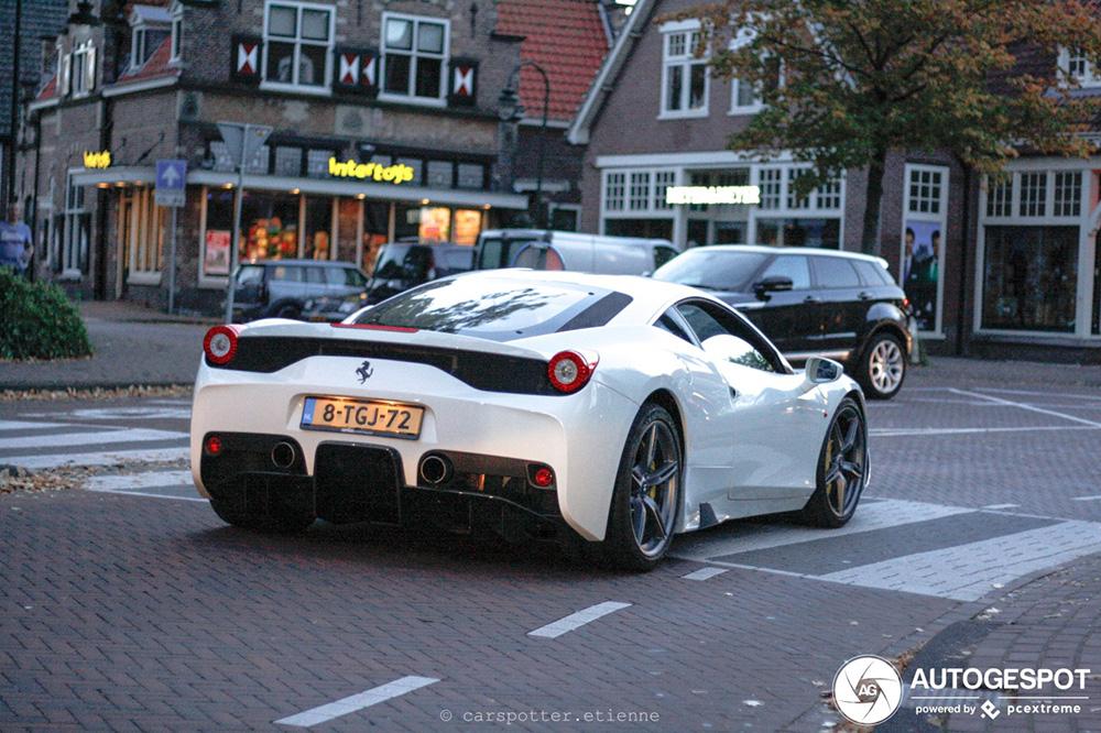 Ferrari 458 Speciale steelt de Spot van de dag