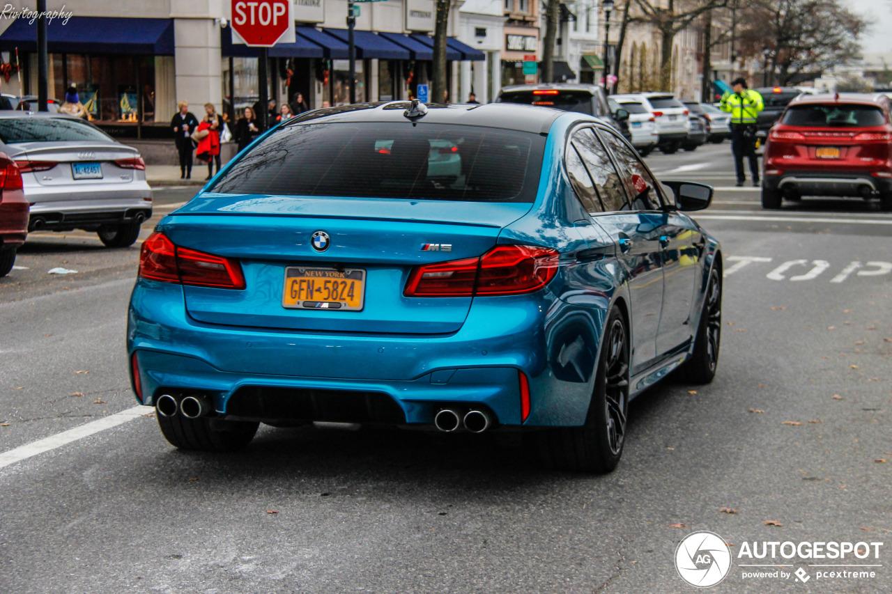 Prachtig gekleurde M5 F90 gespot in Greenwich, Connecticut