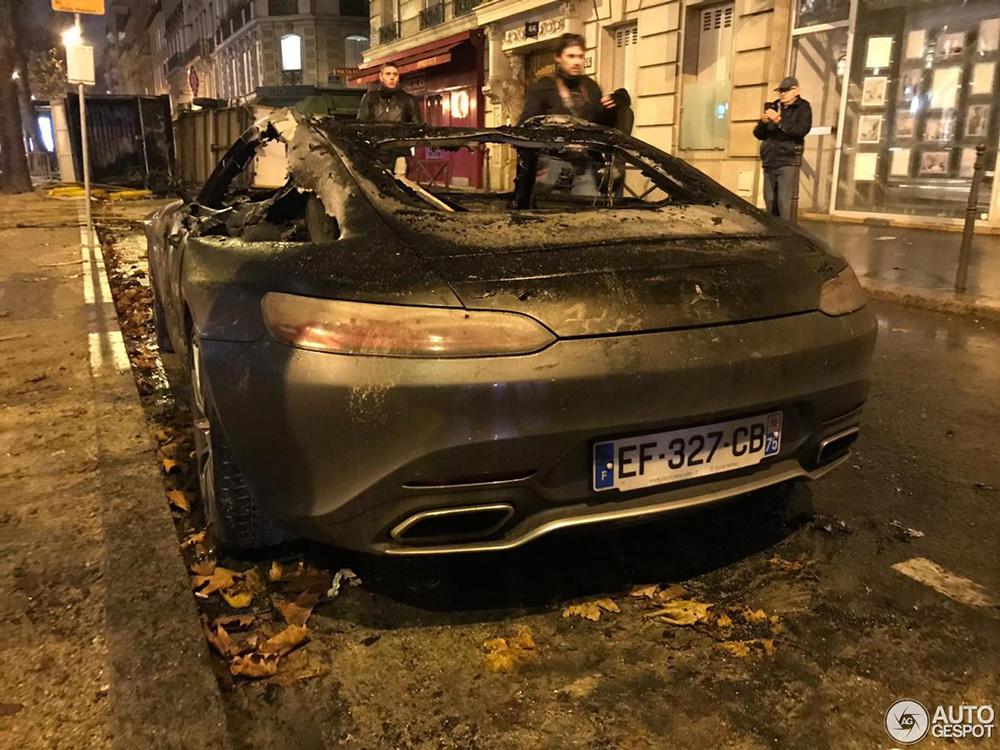 巴黎大暴动:梅塞德斯-AMG GT S 难逃一劫