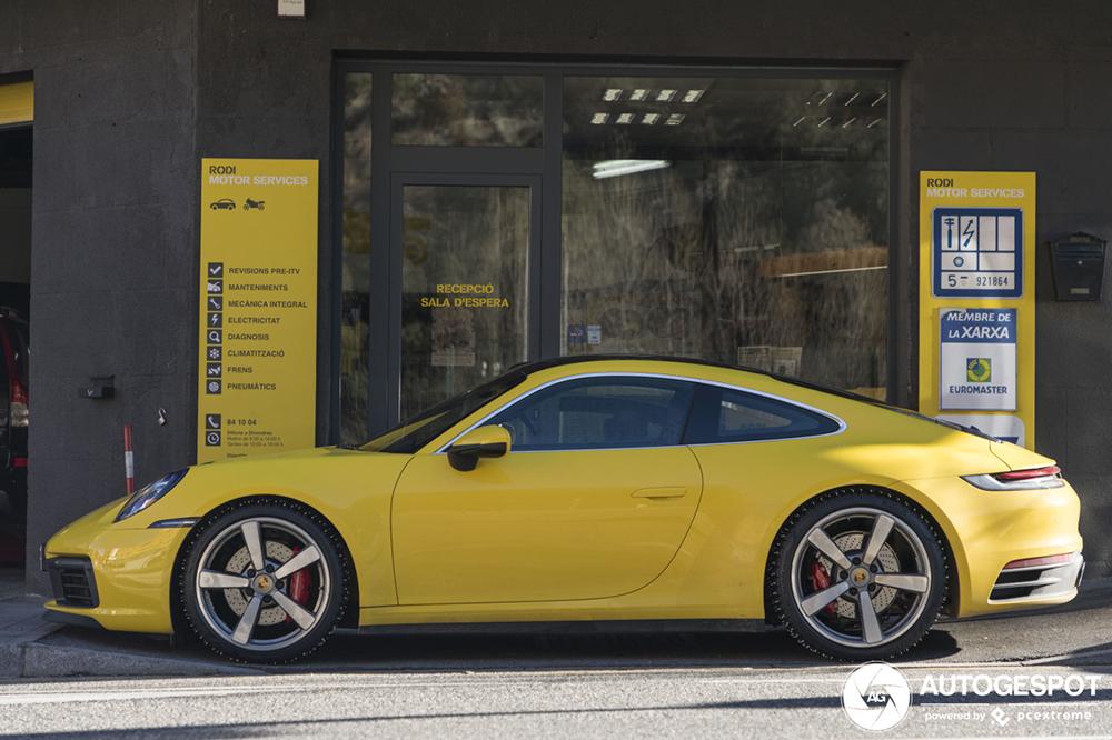 Porsche 992 Carrera 4S laat ook zijn gezicht zien