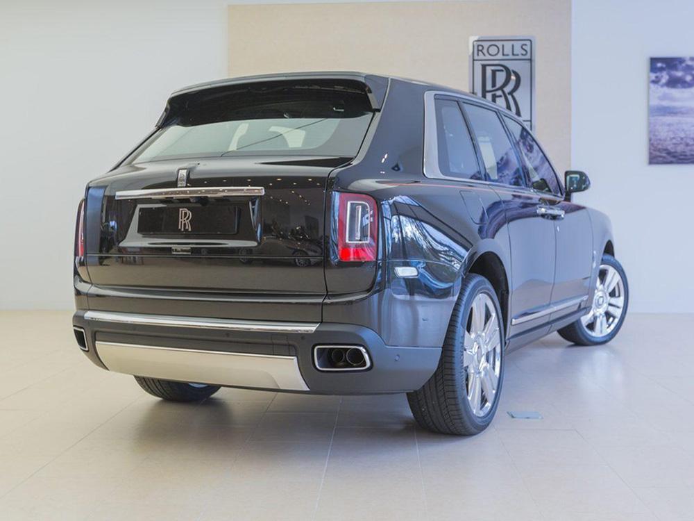 Eerste Rolls-Royce Cullinan staat te koop in Eindhoven