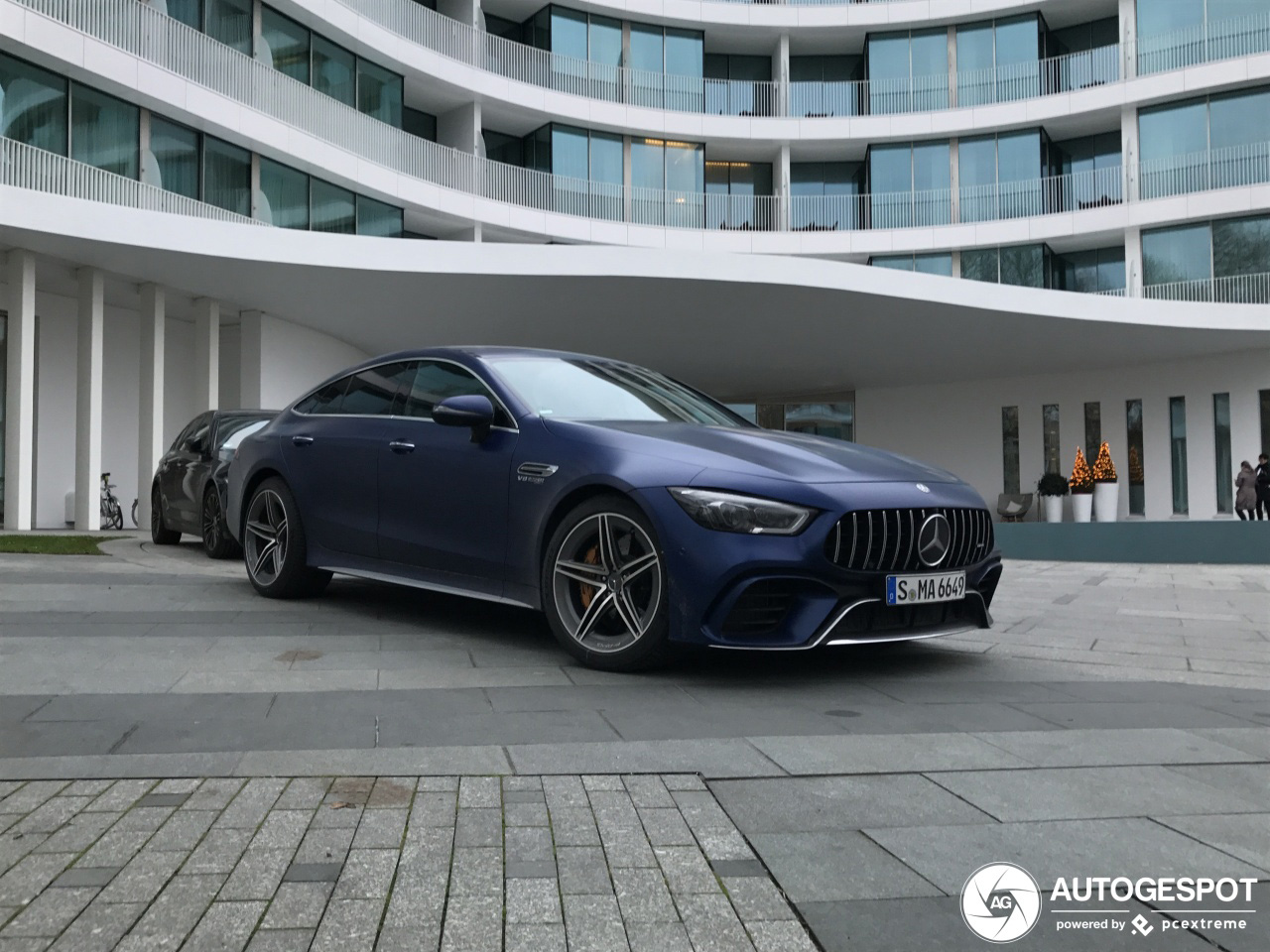Mercedes-AMG GT 63 in Hamburg is ijskoud