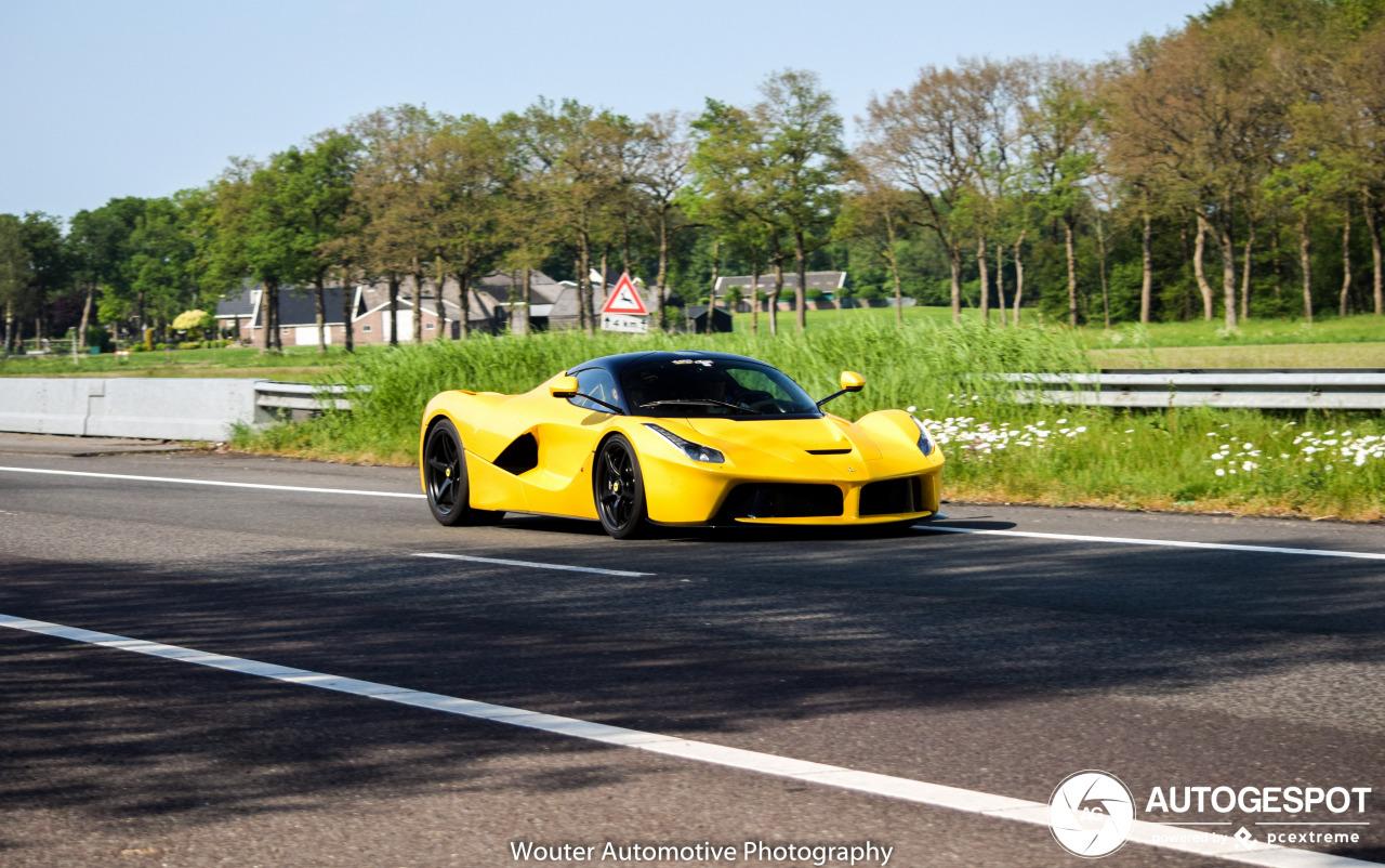 Spot van de dag: Gele LaFerrari op des lands snelwegen