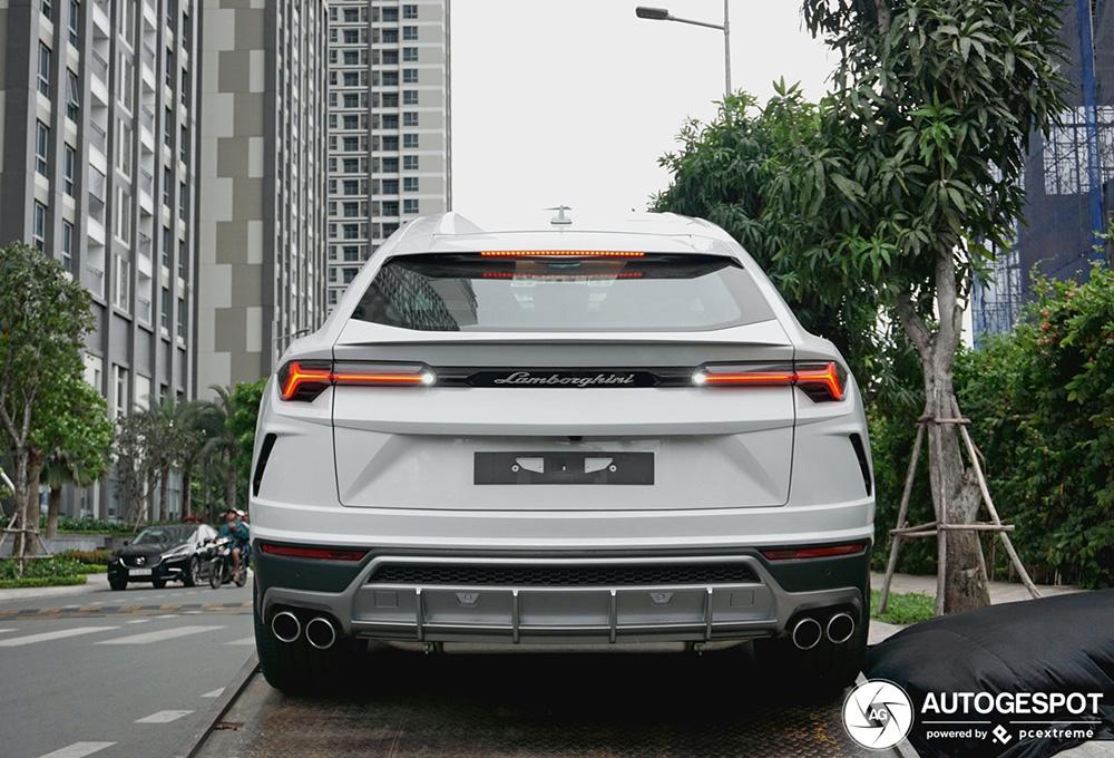 Lamborghini Urus in Vietnam aangekomen