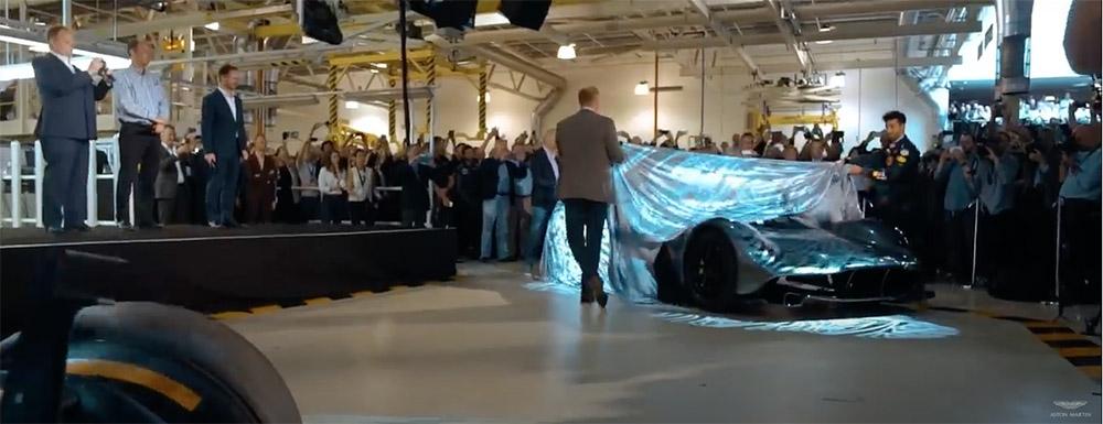 Filmpje: Aston Martin neemt afscheid van Red Bull Racing