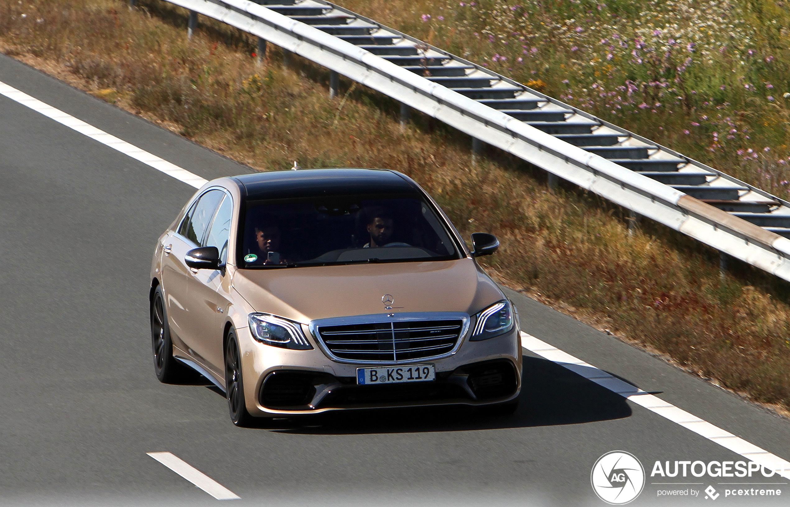 Mercedes-AMG S63 is heerlijk in het goud